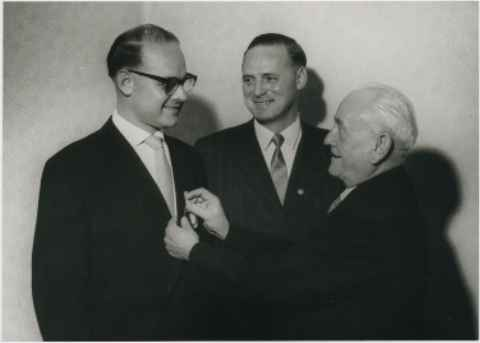 Philipp u. Heinz Zimmermann die silberne Ehrennadel für Verdienste 22.11.1958.