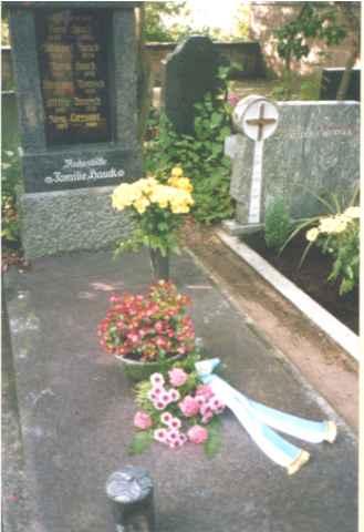 Grab vom Ehrenvorsitzenden Nikolaus Dönisch.
