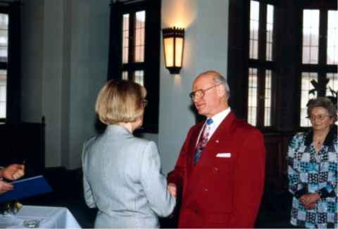Ehrenzeichen des Bayerischen Ministerpräsidenten für Verdienste im Ehrenamt.