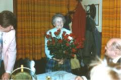 Frau Ludmilla Zimmermann bekam 40 rote Rosen und 1 weiße Rose