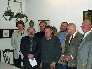 Im Bild (von links): 1. Vorsitzender Thomas Zimmermann, Roland Steuerwald (BLSV 20 Jahre), Schatzmeister Dieter-Karl Schenk (Verdienstnadel in Silber), Peter Endreß, Edgar Vollert (beide erhielten die Verdienstnadel in Gold), Günter Mangold (25 Jahre RV92) und Ehrenvorsitzender Philipp Zimmermann.