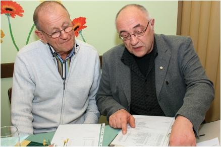 Mitgliederversammlung Der Revisor und der Schatzmeister