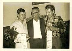 Bechhofen Radball 1965 Egbert Eyring u. Peter Endreß mit Trainer Martin Vogel